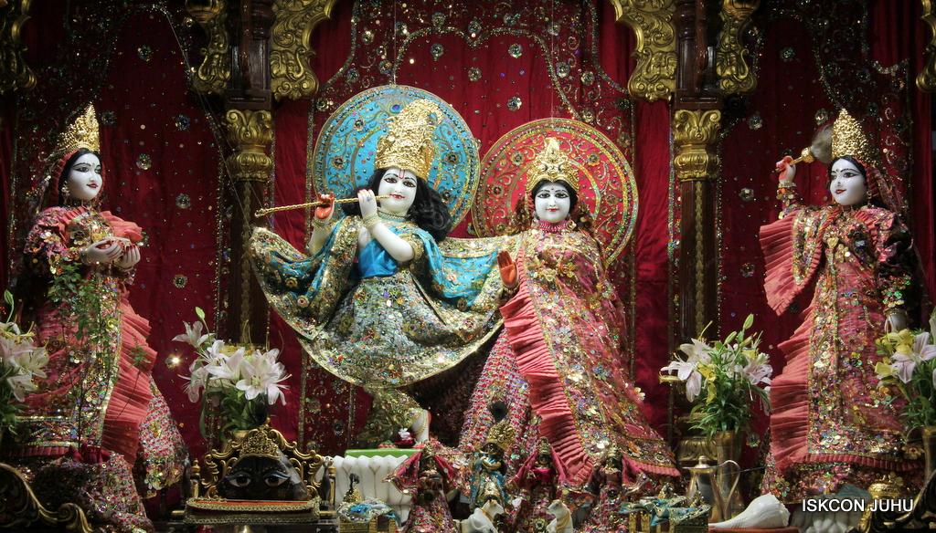 ISKCON Juhu Mangal Deity Darshan on 25th Oct 2016 (16)