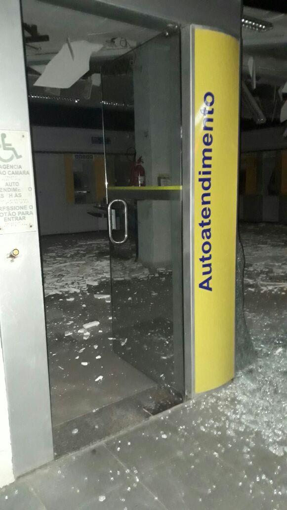 Madrugada de terror em João Câmara :explosões e muita bala no Centro da cidade, bando armado explodem agências bancárias  da cidade