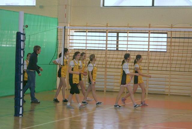 Zawody siatkarskie dziewczat 1 marca 2011 - DSC09378_1.JPG