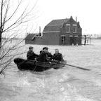 1953 Watersnood roeiboot Oude moerdijkseweg_BEW.jpg