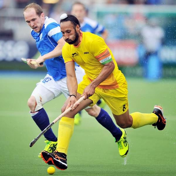 Sardar Singh of India (R) vies with Gordon McIntyre of Scotland during a men's field hockey match between India and Scotland at the Glasgow National Hockey Centre at the 2014 Commonwealth Games, in Glasgow, Scotland, on July 26, 2014.