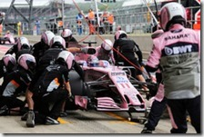 Cambio gomme ai box Force India