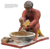 αγαλματίδιο μαγειρικής,ανάμιξη υλικών,statuette cooking, mixing materials