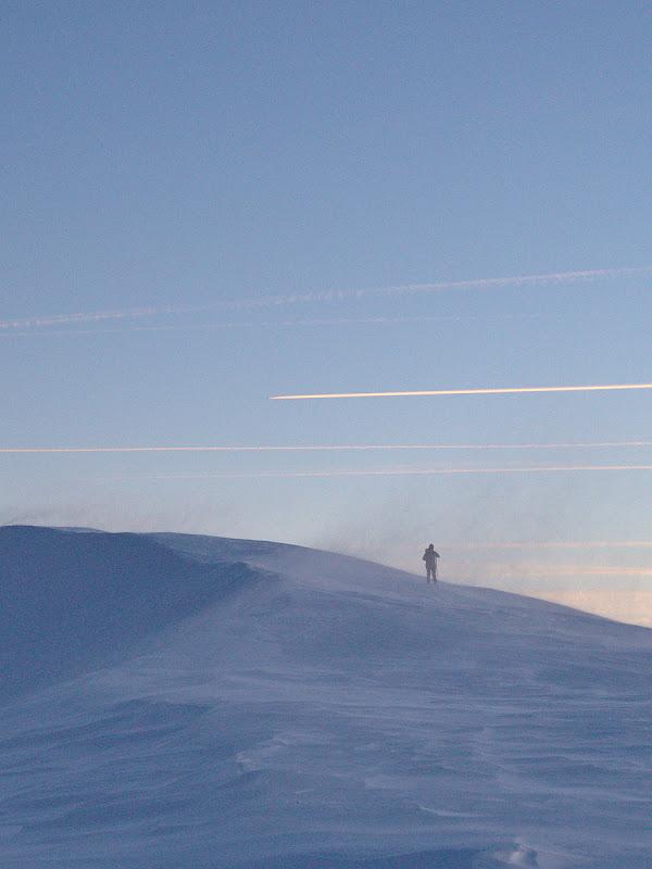 Urcand spre Papusa cu rafale de vant ce te dezechilibrau la fiecare pas.