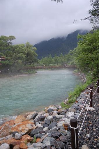濁流の河童橋