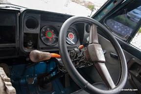 Nieco zdezelowane bemo, czyli lokalny mini bus