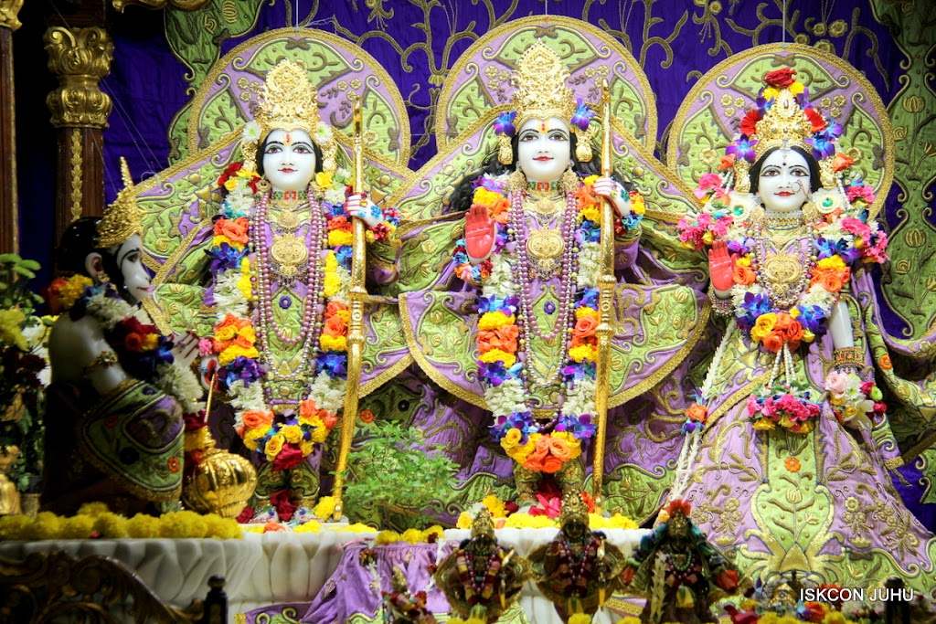 ISKCON Juhu Sringar Deity Darshan 11 Jan 2016  (37)