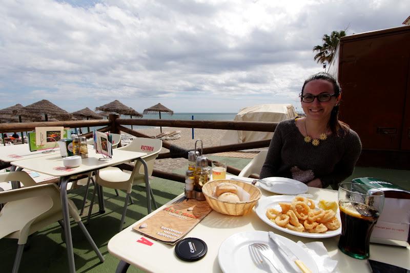 Comiendo en un chiringuito playero de Málaga