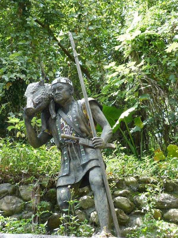 Puli  en passant , entre autres, par les villages de l ethnie Bunum de Loloko et Dili. J 10 - P1160860.JPG