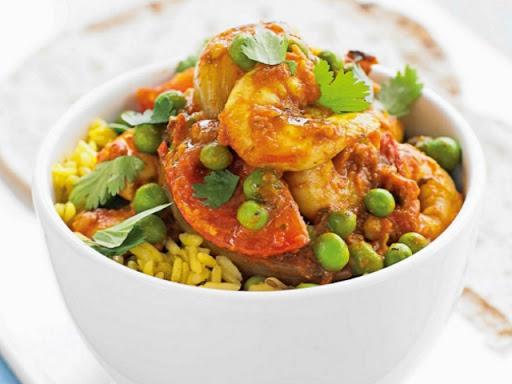 Prawn, pea & tomato curry
