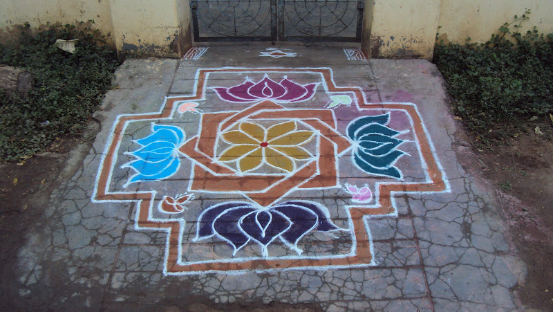 Easy traditional Pongal kolam/rangoli design made with dots