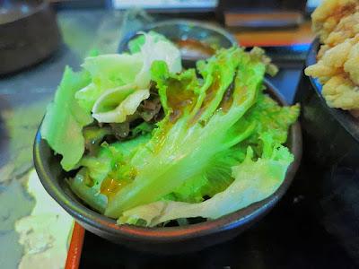 レタスの野菜サラダ