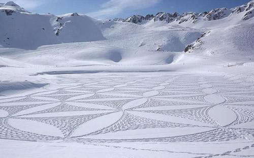 Simon-Beck-Snow-art 5