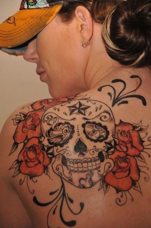 vermelho_e_preto_de_açcar_tatuagem_de_caveira
