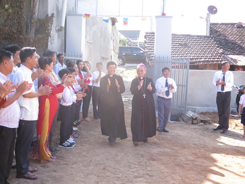 Hình ảnh Đức Giám Mục Giáo phận thăm viếng mục vụ và ban phép thêm sức cho các em thiếu nhi tại giáo họ Định Hòa thuộc giáo xứ Vạn Giã vào lúc 16g00 Chúa nhật, ngày 31/7/2016