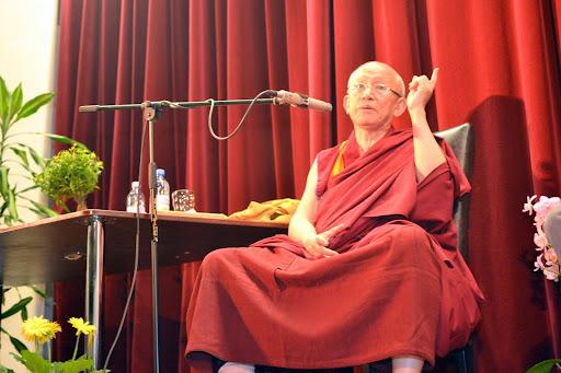 """Conferinta sustinuta de Gonsar Tulku Rinpoche: """"Compasiunea, temeiul unei fericiri autentice"""""""