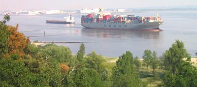 COSCO-Containerschiff auslaufend