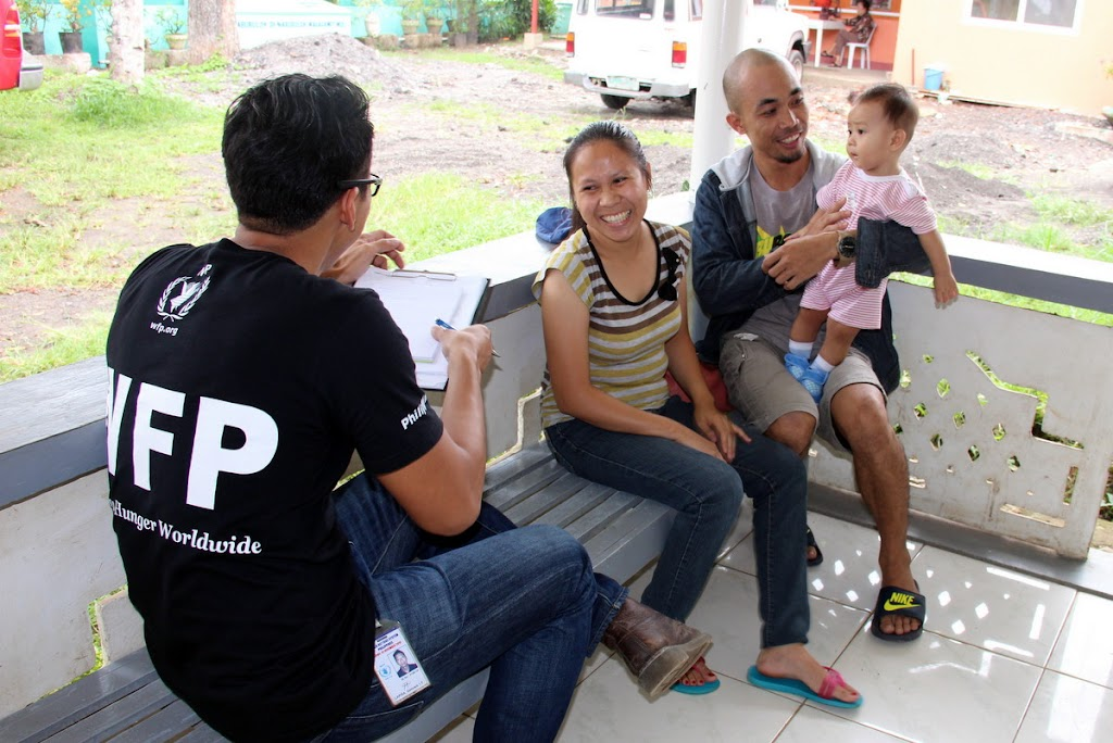The World Food Programme helps counsel families about proper nutrition in the Philippines