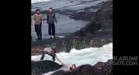 Asyik Selfie, Pasutri Nyaris Tewas Digulung Ombak Pantai Kawanghawu