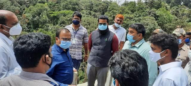 Joint Survey at Shiradi- ಶಿರಾಡಿ ಘಾಟ್ ಭೂಕುಸಿತ: ಹಾಸನ, ದ.ಕ. ಜಿಲ್ಲಾಧಿಕಾರಿಗಳಿಂದ ಜಂಟಿ ಸಮೀಕ್ಷೆ