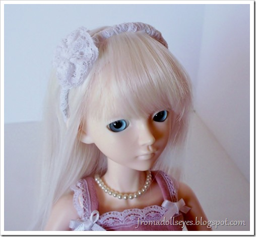 A lace head band for dolls