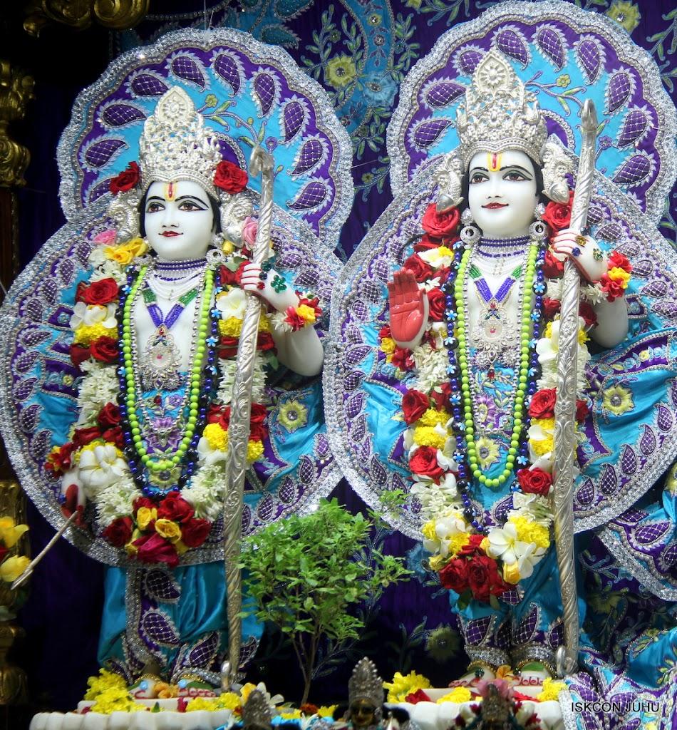 ISKCON Juhu Sringar Deity Darshan on 7th July 2016 (24)