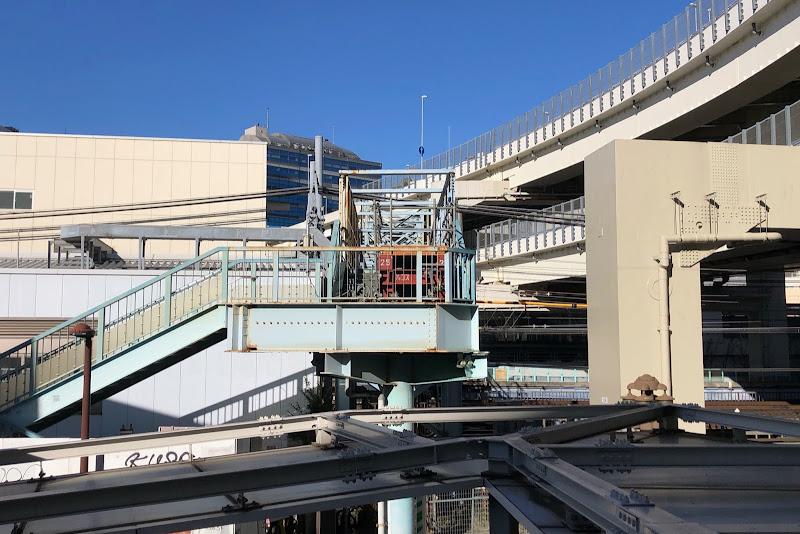 201220 ベイクォーターウォークから見た跨線橋