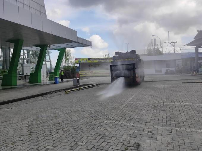 Kaltim Terapkan Lockdown Akhir Pekan, AWC Brimob di Kerahkan Semprot Desinfektan Pelabuhan Semayang