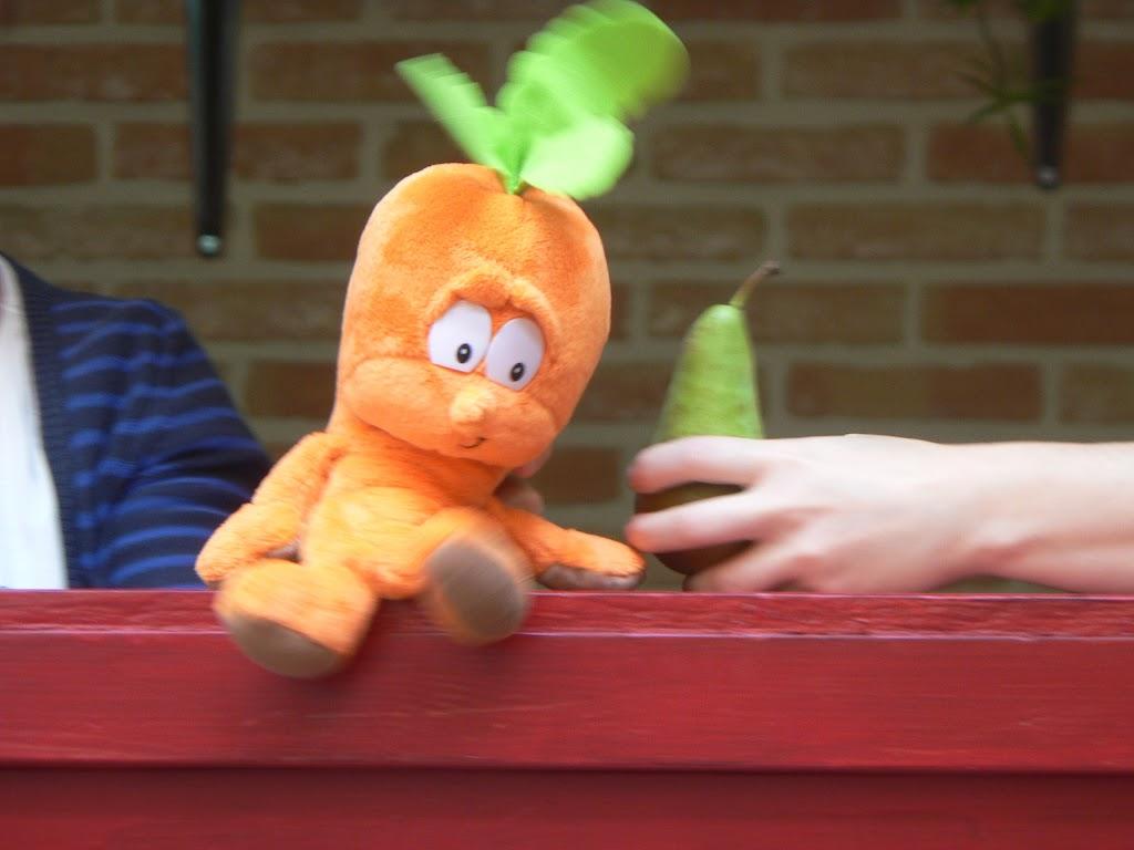 De Kleuters maken zelf een fruit- en groentewinkel. - P1260562.JPG