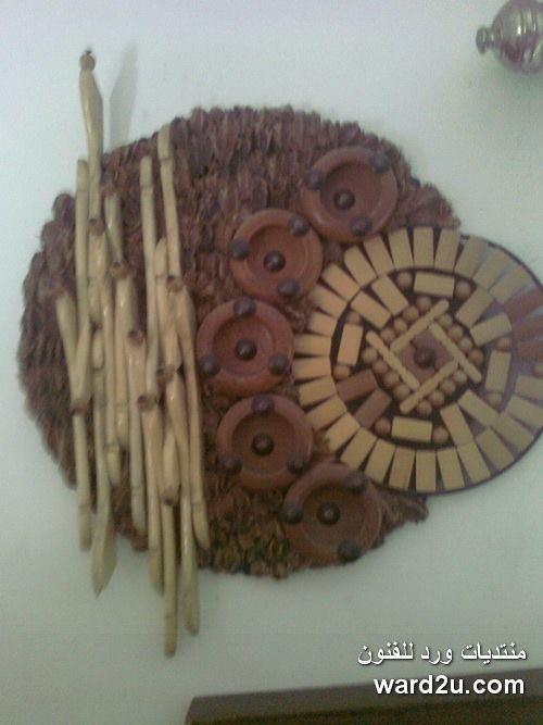 تابلوهات تجريدية من مستهلكات خشبية