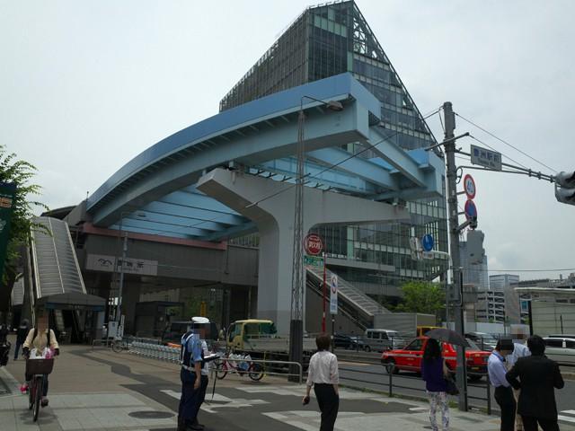ゆりかもめの豊洲駅。終点の先端にあるレールの切れたところ