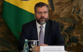 Ernesto Araújo volta atacar a China