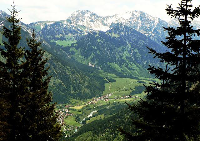 Blick ins Hintersteiner Tal zur Ostrach, Gaishorn und Rauhhorn