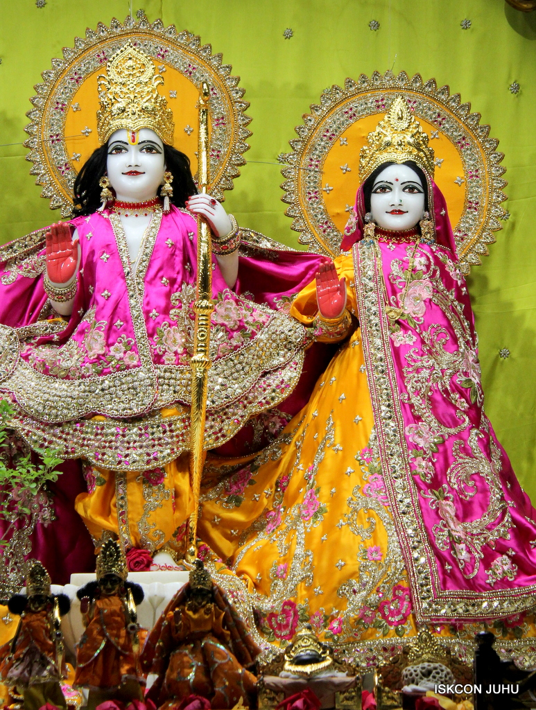 ISKCON Juhu Mangal Deity Darshan on 12th Sep 2016   (5)