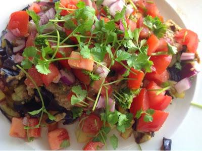 aubergine aardappels en tomaten