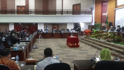 DPRD Sumbar Usulkan Pemberhentian Irwan Prayitno dan Nasrul Abit dari Jabatan Gubernur-Wakil Gubernur.