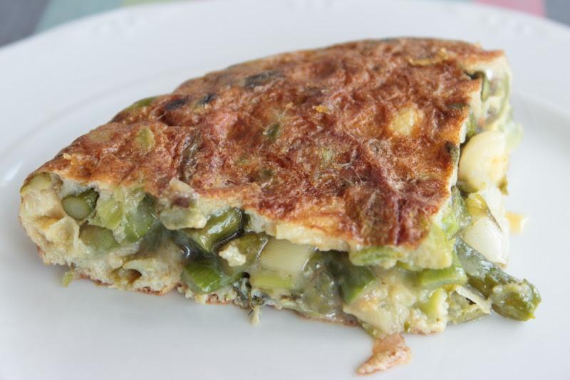 Tortilla de espárragos verdes y ajetes