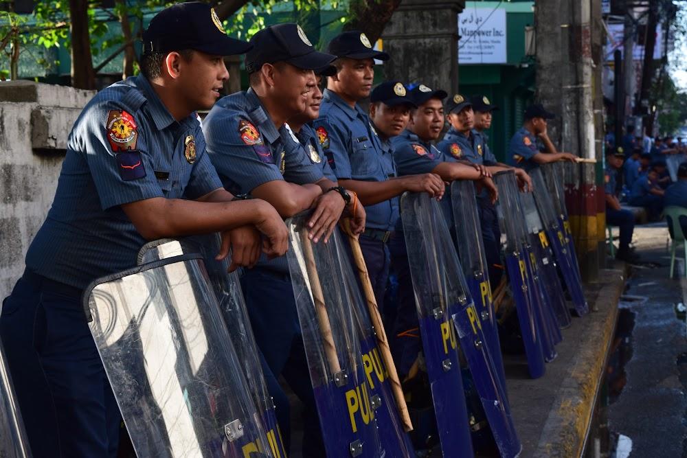riot police on alert in Manila