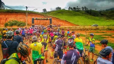 1 - Ciclistas concentrados para largada