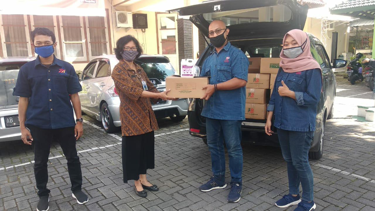 PT. Widodo Makmur Perkasa Bantu Dinkes Klaten 500 Liter Handsanitizer