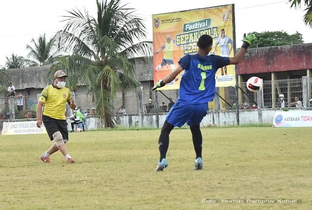 Paman Birin Cetak 4 Gol di Eksibisi Festival Sepakbola Legend