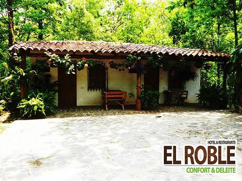 Hotel y Restaurante El Roble