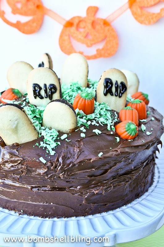 Halloween-Graveyard-Cake-from-Bombshell-Bling-3