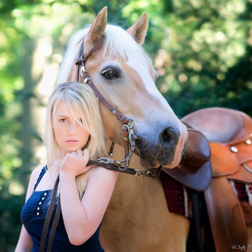 out of the forest again... -------------------------- wieder aus dem Wald...  #female  #frau  #licht...