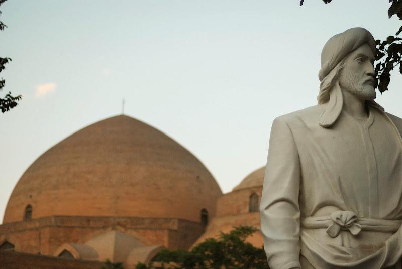 poeta Khaqani przed błękitnym meczetem