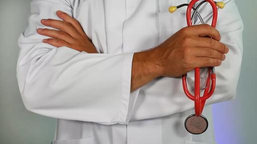 Governo de Rondônia sanciona lei que permite contratação temporária de médicos formados no exterior sem Revalida