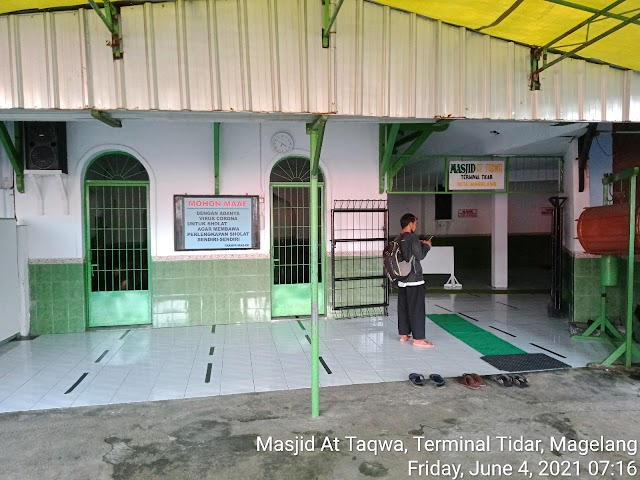 Bersih Bersih masjid At Taqwa, Terminal Bus Tidar, Magelang