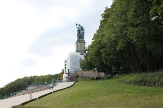 "Photo: Niederwaldmonumentet med den over 10 meter høje statue ""Germania"""
