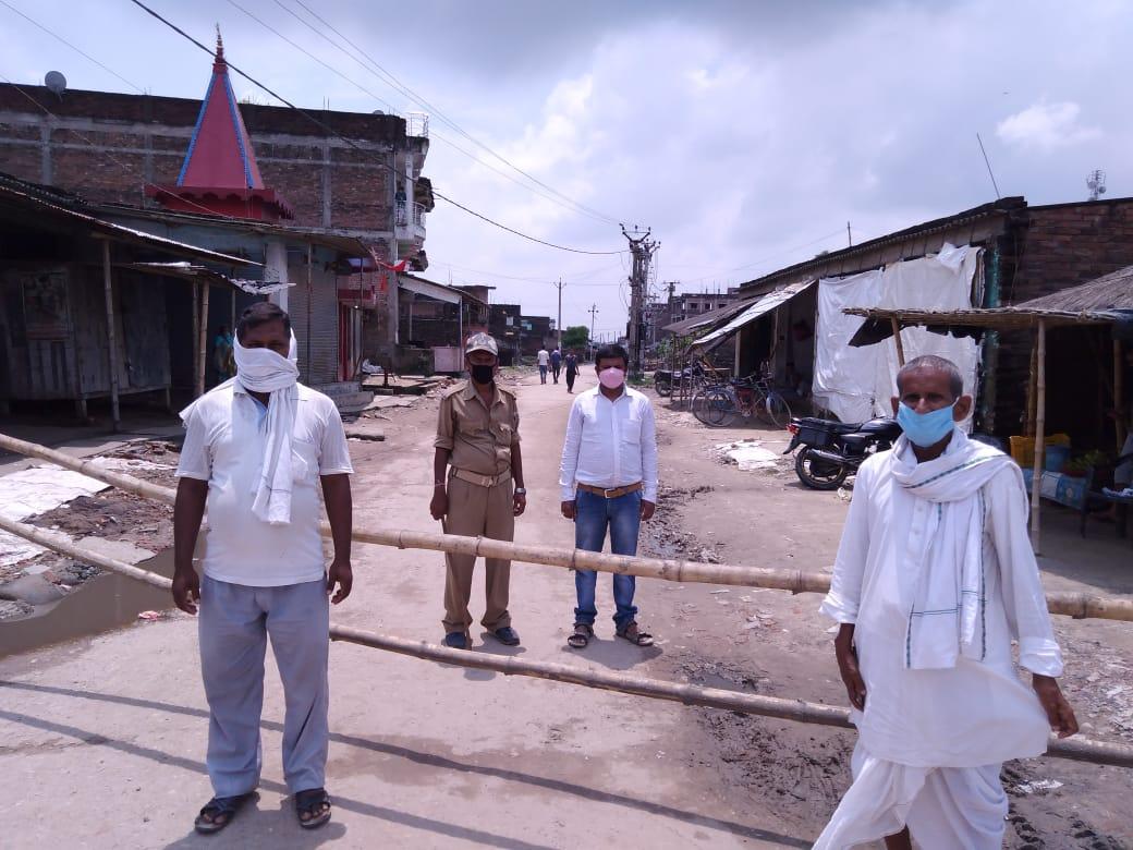 रामगढ़वा में एक ही परिवार के तीन कोरोना पॉजिटिव मरीज  मिलने के बाद वार्ड नम्बर 10 एवं 11 हुआ सील