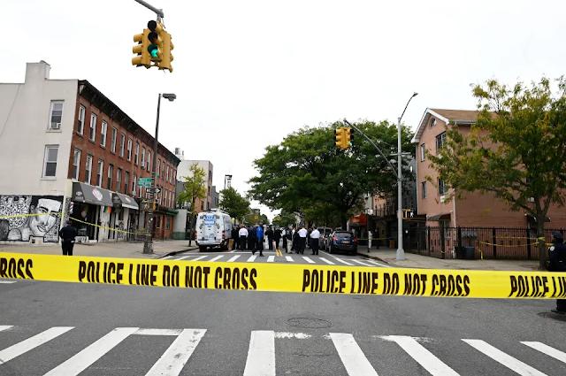 """Joven mujer muere baleada en la cabeza """"por error"""" en calle de Nueva York"""